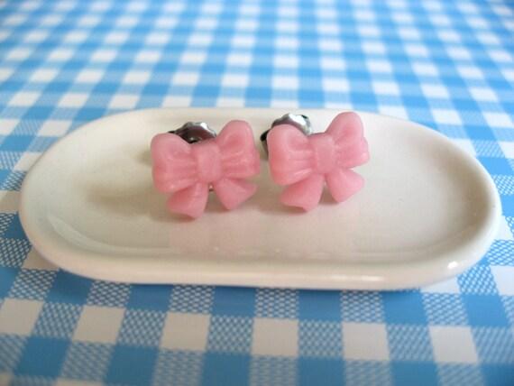 Mini pink bow earrings