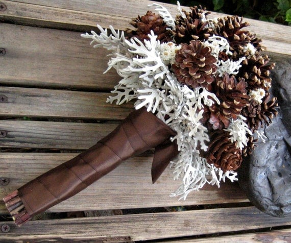 Winter Woodland Pine Cone Bridal Bouquet - Winter Wedding Bouquet - Pine cones, Pearly Everlasting & Dusty Miller