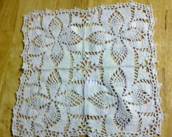 Square crochet doily in Ecru