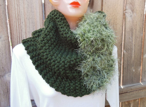Knit Cowl. Chunky Knit Cowl. Oversized Hand Knit Infinity Scarf in Pine Green