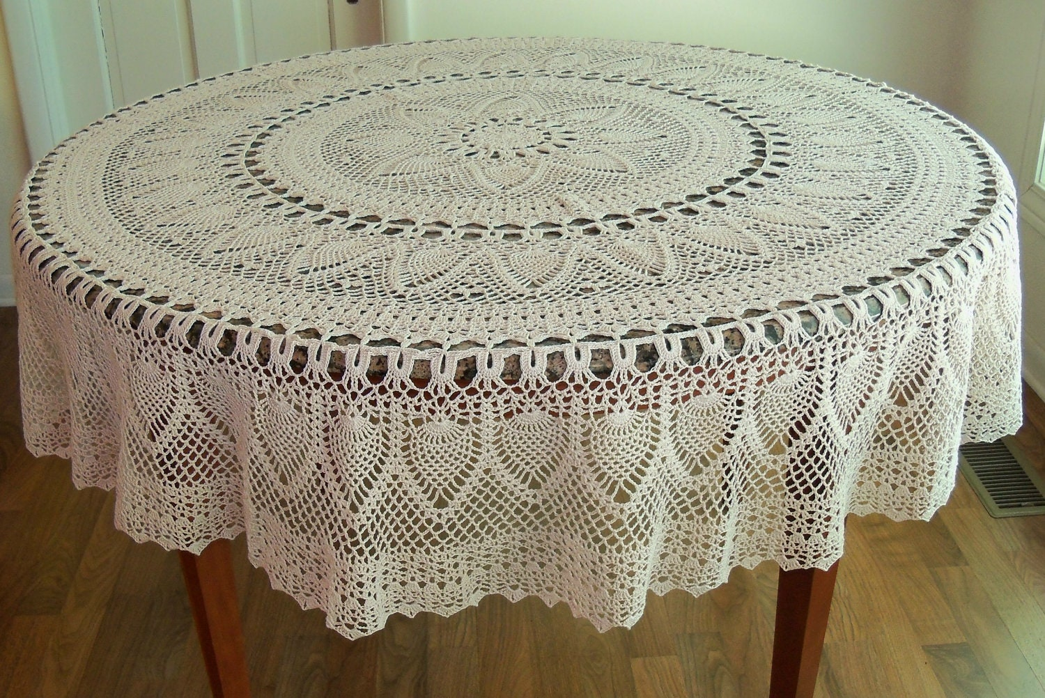 Free Crochet Pattern For Round Tablecloth : Handmade Crocheted Pineapple Tablecloth 70 inch Round Natural