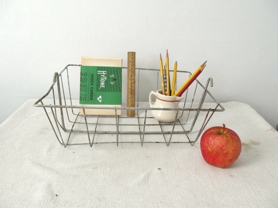 Cool Vintage Wire Storage Basket