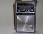 Vintage 1960's GE Transistor AM/FM Radio P-977 A