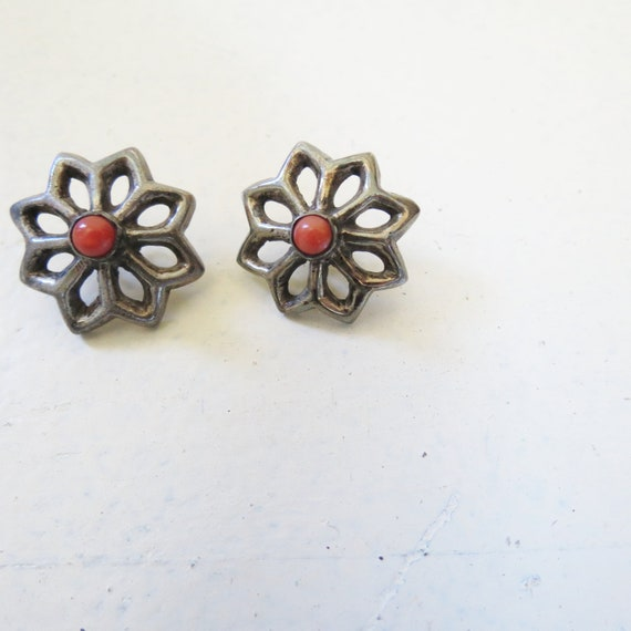 Vintage Flower Earrings, Silver Toned Petals, Pewter Silver and Red Blossoms, Red Centers