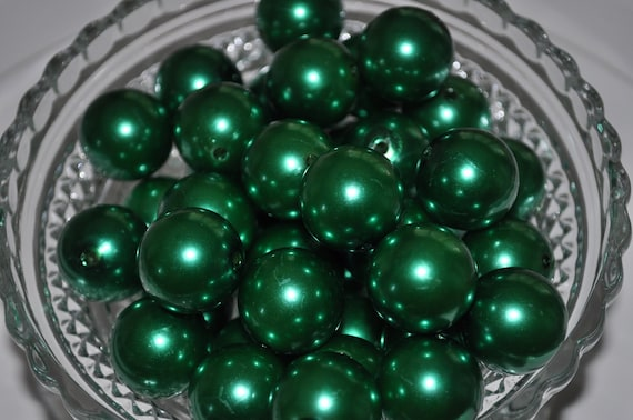 22mm Christmas Green Pearlized Round Beads