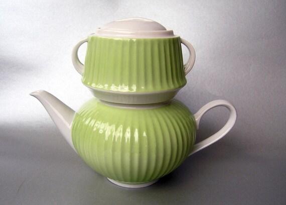 vintage porzellan teekanne mid century green teekanne. Black Bedroom Furniture Sets. Home Design Ideas