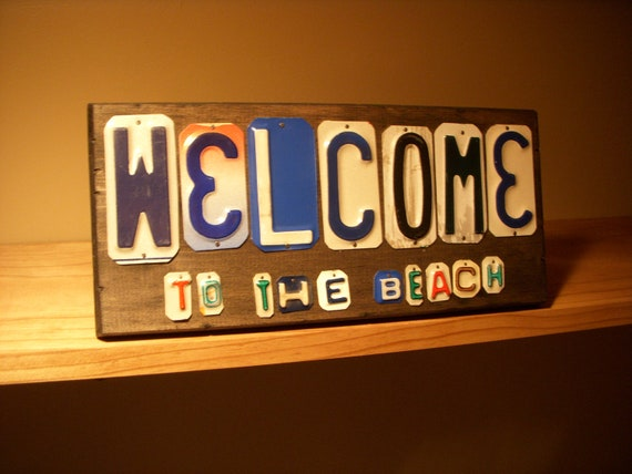 Welcome to the beach sign made with recycled license plates.