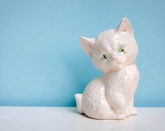 Vintage Kitten Figurine, Vintage Cat Figurine