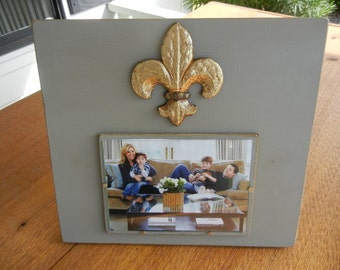 5x7 Picture Frame - Gray aged finish with Fleur-de-lis