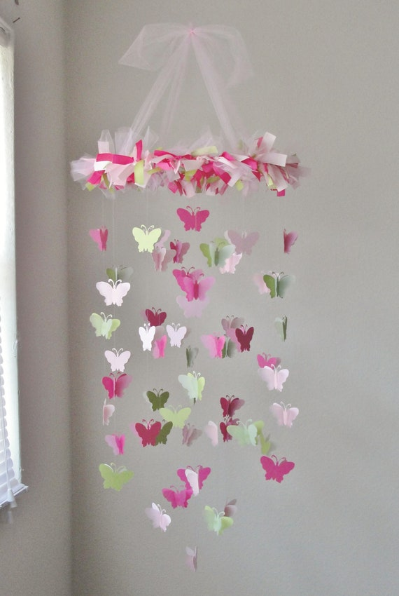 mobile lustre papillon de lumi re rose rose et herbe vert. Black Bedroom Furniture Sets. Home Design Ideas