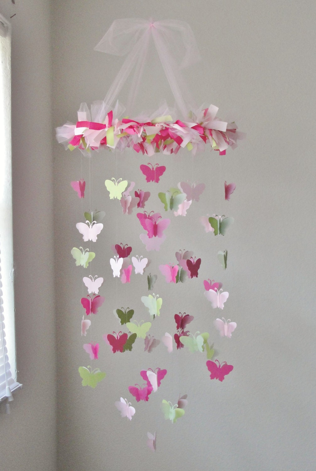 Butterfly chandelier mobile in light pink dark pink and for Lustre en papier