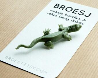 Vintage Lizard Brooch Pin Green Plastic Celluloid