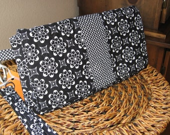 SALE Large handmade quilted clutch purse wristlet organizer in black and white, flowers, leaves, checks, detachable strap, contemporary