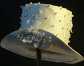White Silk and Pearl Mini Top Hat