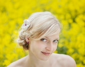 Blume für die Brautfrisur, Headpiece,  Fascinator mit Kanzashi - Blume aus reiner Seide mit lila Knopf und Hutschleier, von noni mode