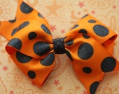 "Perfect for Halloween - Orange and Black Polka Dot: Medium Hair Bow 4-5"""