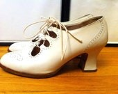 Vintage Kenneth Cole off-white oxford victorian lace up style bridal shoes
