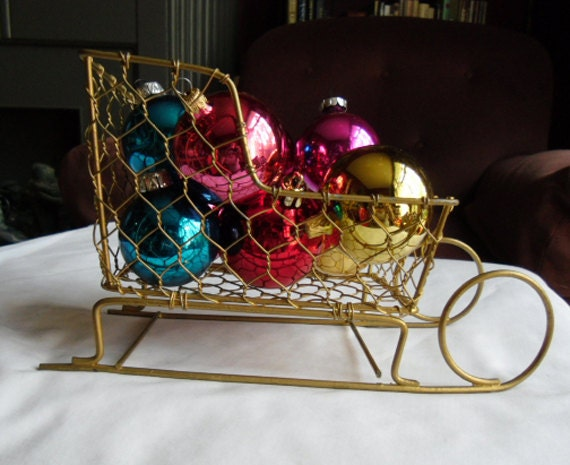 Items Similar To Vintage Christmas Sleigh Chicken Wire