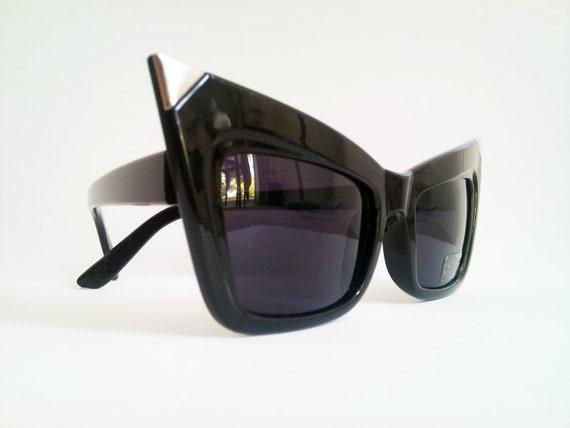 Retro Sharp Cat Eye Sunglasses