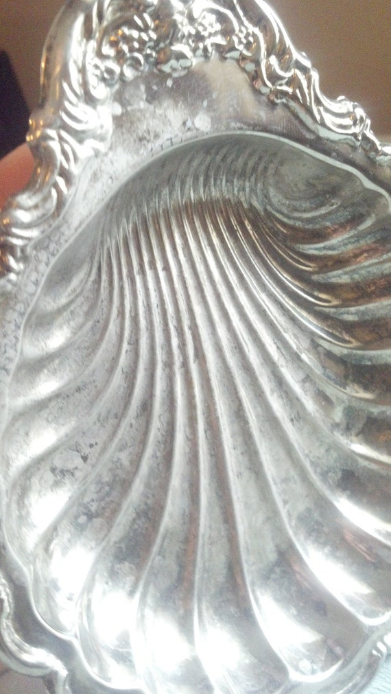 Vintage seventies silverplate candy or nut dish shell design