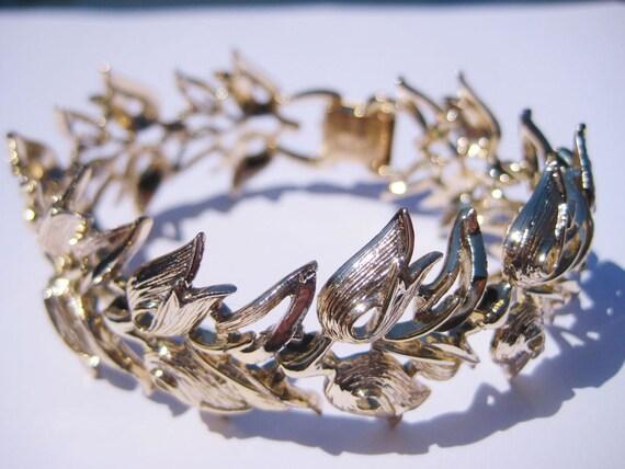 Vintage Coro Pegasus Wide Chunky Gold Tulip Flower & Leaf Link Clasp Bracelet Costume Jewelry