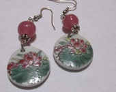 Round porcelain and pink glass bead