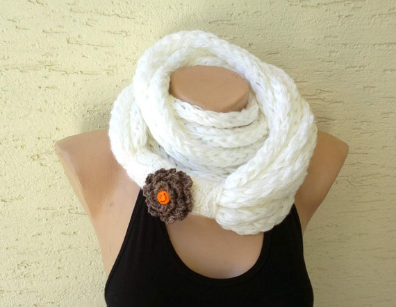 Finger knitting circle scarf, neck warmer  with a flower brooch, white scarf, gift for her, mothers day gift, valentines day gift,