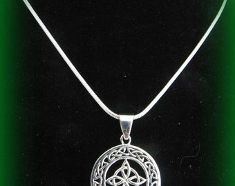 Beautiful Sterling Silver Celtic Irish Knot Circle Necklace