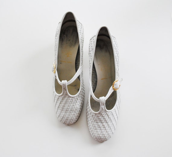 Vintage White Leather Heels -T bar -Woven Leather -Made in Italy -Size 7.5 B