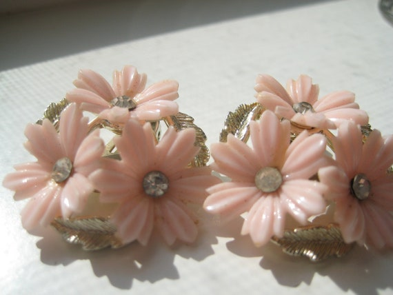 Coro Pretty Pink Flower and Gold Leaves Earrings Vintage Pink Clip Earrings 50s Retro