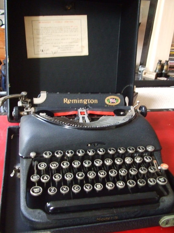Superb vintage 1930s REMINGTON MANUAL TYPEWRITER in Fantastic Condition Fully Working plus case