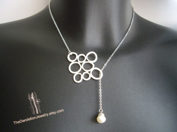 SALE, 10% OFF: Circles and pearl lariat in white gold