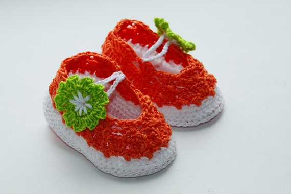 Crochet Pattern. This is a PATTERN for crocheted baby's bootees- summer sandals - green flowers.