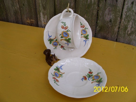 Vintage Tea Rose USA-Cup & Saucer With Extra Saucer-Blue/Yellow/Red/Green Floral