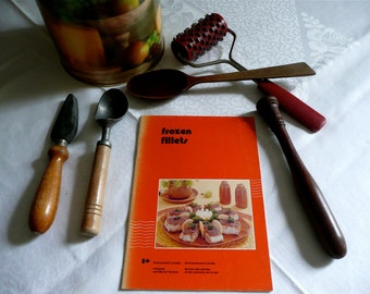 Vintage Cookbook - Fish Cook Book - Frozen Fillet Cookery - Gourmet - Kitchen Chef Accessory