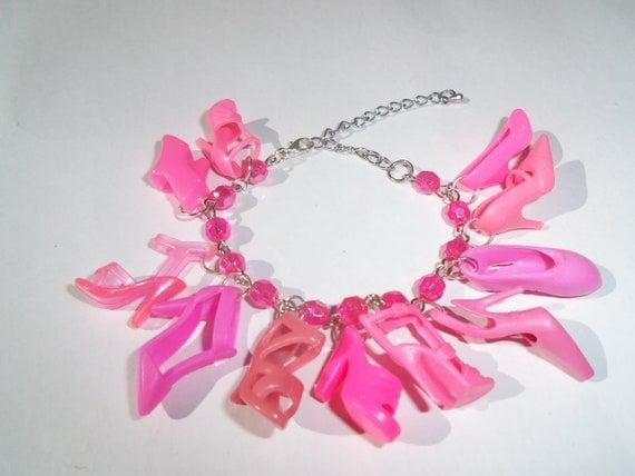 KIDS SIZE Barbie Shoe  beaded Charm Bracelet Bright Pink / Item 508