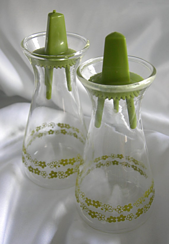 Pyrex Cruets - Set of 2 - Green Spring Blossom Crazy Daisy Pattern - Vintage 1960 - 1970