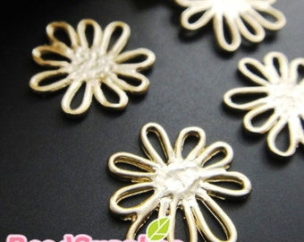 CH-ME-02175,  Matted gold plated, Petite Daisy charms, 4 pcs (made in Korea)