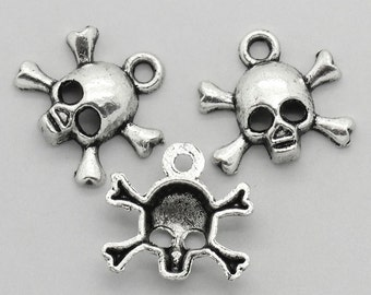 5 pieces Antique Silver Skull Charms