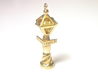 14k Yellow Gold Lamppost Charm Pendant - Weight 3.9 Grams - 3D - Keepsake - Charm Bracelet