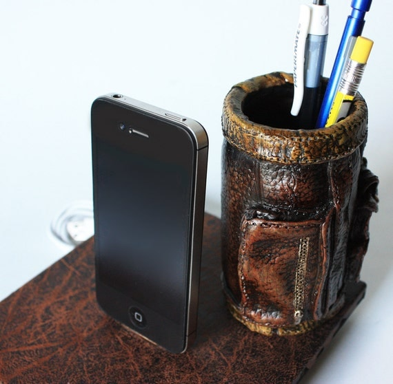 Golf Bag Pencil Holder Docking Station for iPhone 4 or iPhone 4S, Desk Accessory