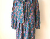 Sale 30% OFF from 39 US to 27.3 US - 80's Turquoise Silk Dress Asian Look with Lotus Leaf Collar Half Coat and Daisy Prints // Size M