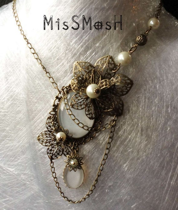 Lady Florience cwhite Gothic Necklace