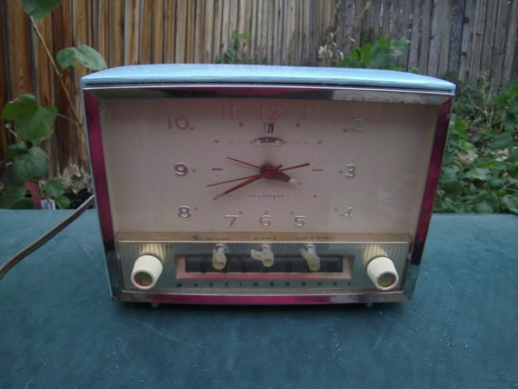 Vintage Westinghouse Telechron aqua tube clock radio