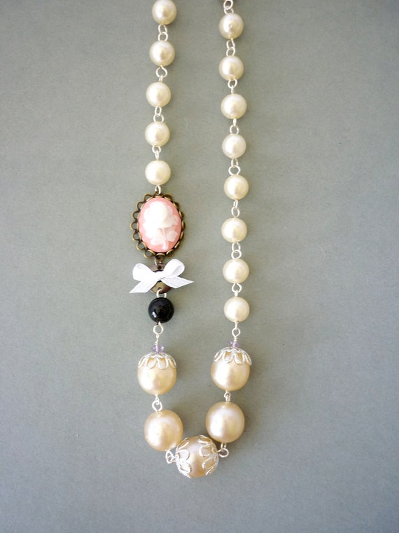 Vintage Pearl and Flower Rose Cameo Rosary Necklace. Cream, Blush, Silver tone Jewelry. Free Shipping to EU, US, CAN