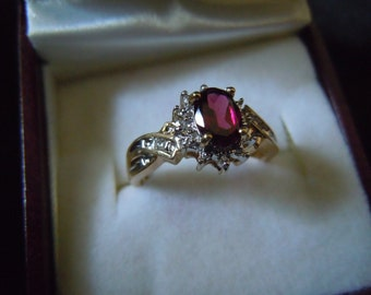 Vintage English yellow gold garnet  with diamonds cluster fully hallmarked