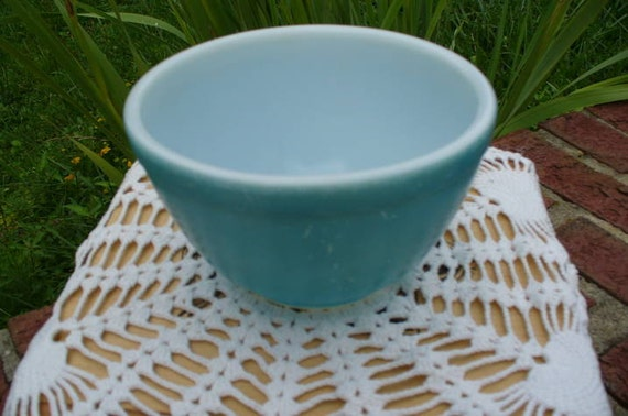 Vintage Pyrex Bowl...Primary Blue