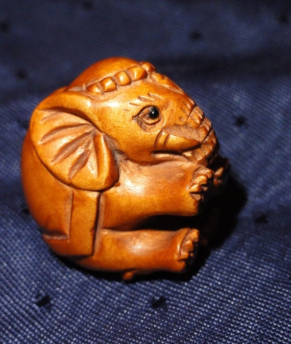 Elephant necklace of hand carved boxwood with gemstones
