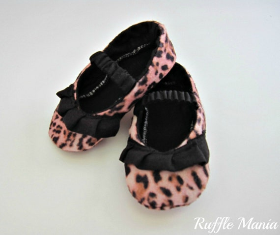 Leopard spot felt infant girl shoes with black ruffle and fabric-covered elastic straps, size 3-6 mths