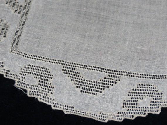 Doyley in Drawn Thread Work - 1950s